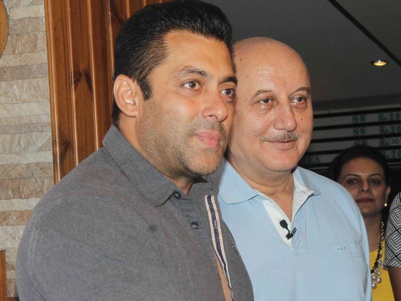 Photo : Salman, Twinkle, Vidya are Anupam Kher's Theatre Fans