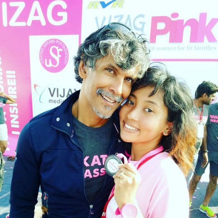 34 साल छोटी गर्लफ्रेंड के साथ देखें मिलिंद सोमन की 11 Photos