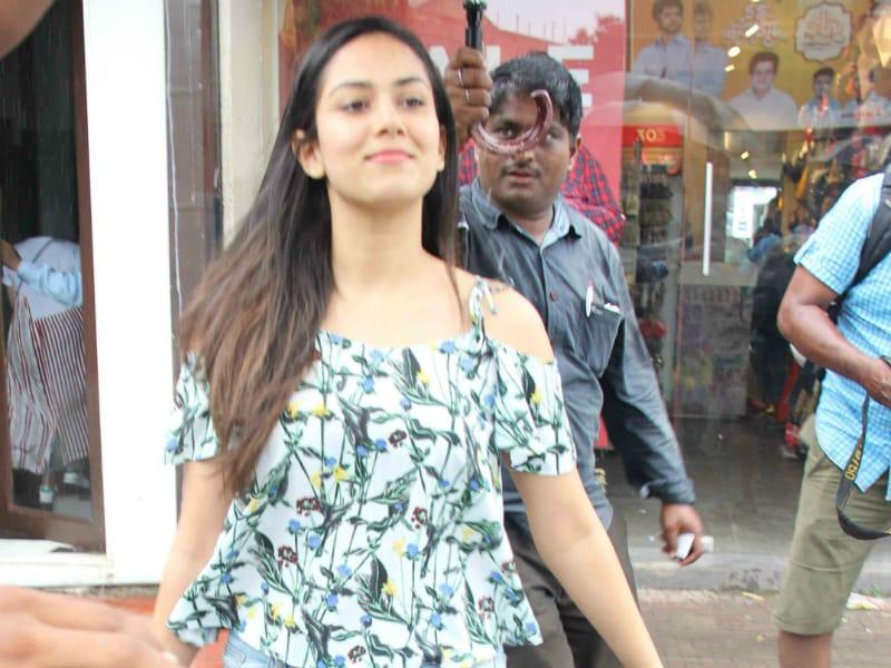 Photo : मुंबई में बारिश का मजा ले रहे हैं ये बॉलीवुड सितारें..