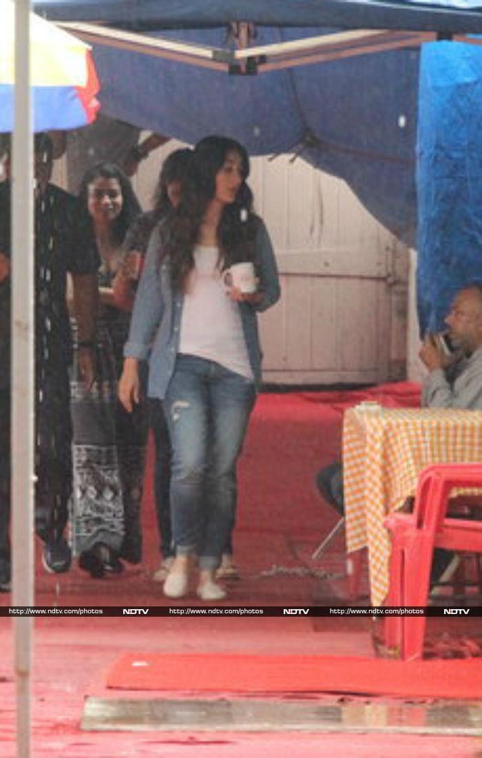 मुंबई में दिखीं मीरा राजपूत, तो फिल्म के सेट पर नजर आईं करीना कपूर...