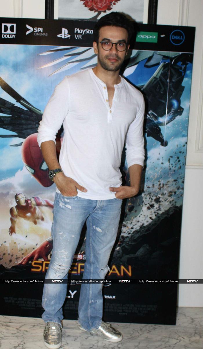 Jhanvi Invited Sara Ali Khan And Ishaan Khatter to Watch Sridevi\'s MOM