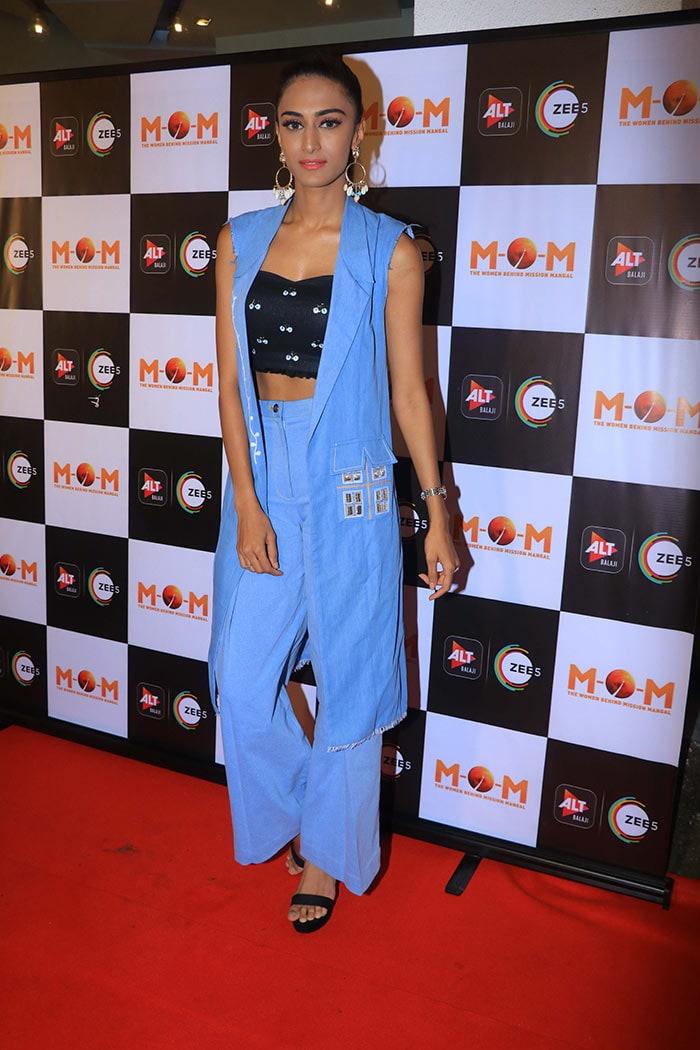 Mona Singh, Erica Fernandes, Kubbra Sait Take Time Out For Ekta Kapoor\'s M.O.M