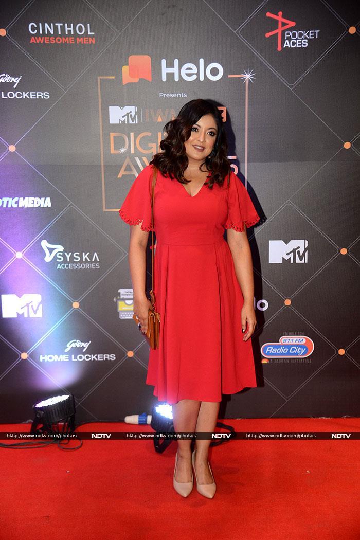 New Mom Gabriella Demetriades Rocks Red Carpet In Chic Black