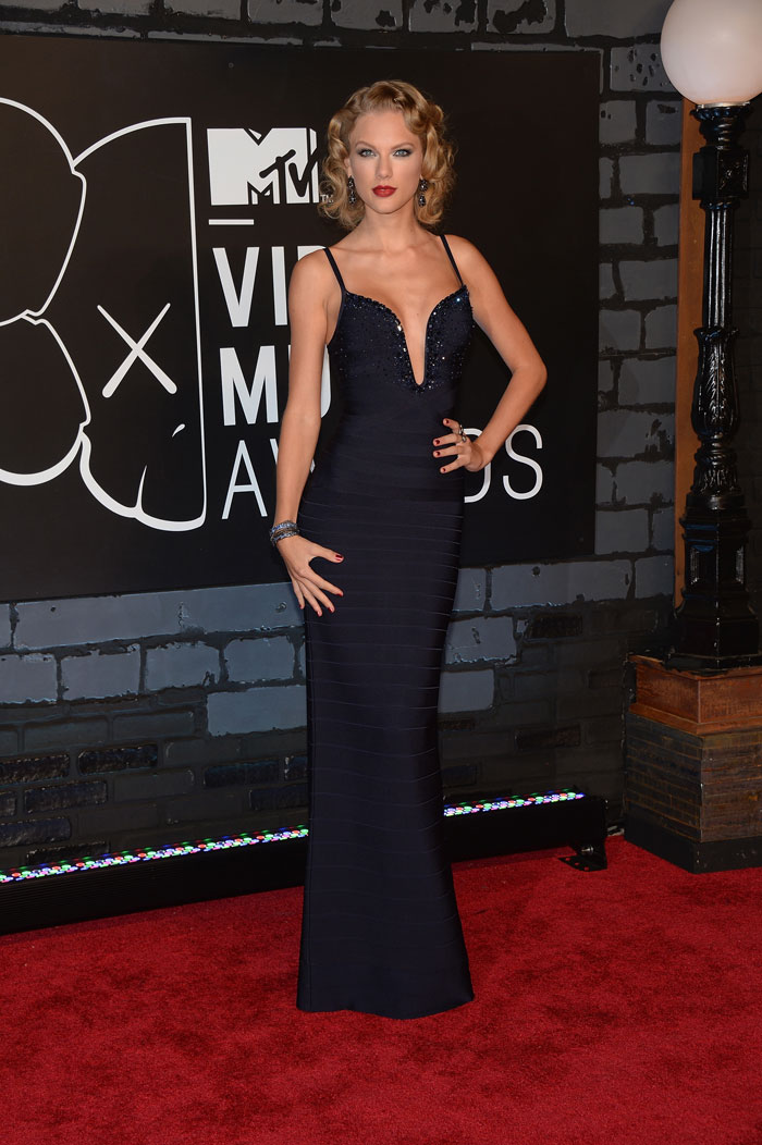 MTV red carpet: Danger, curves ahead