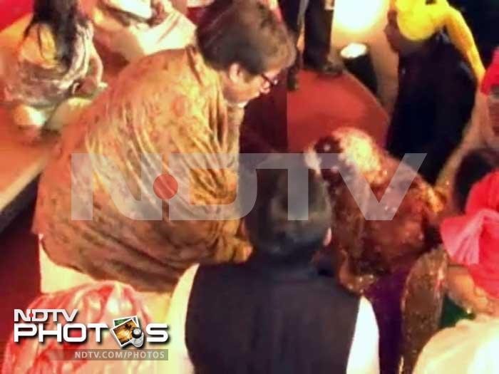 Amitabh Bachchan at the wedding of Mulayam Singh Yadav\'s son