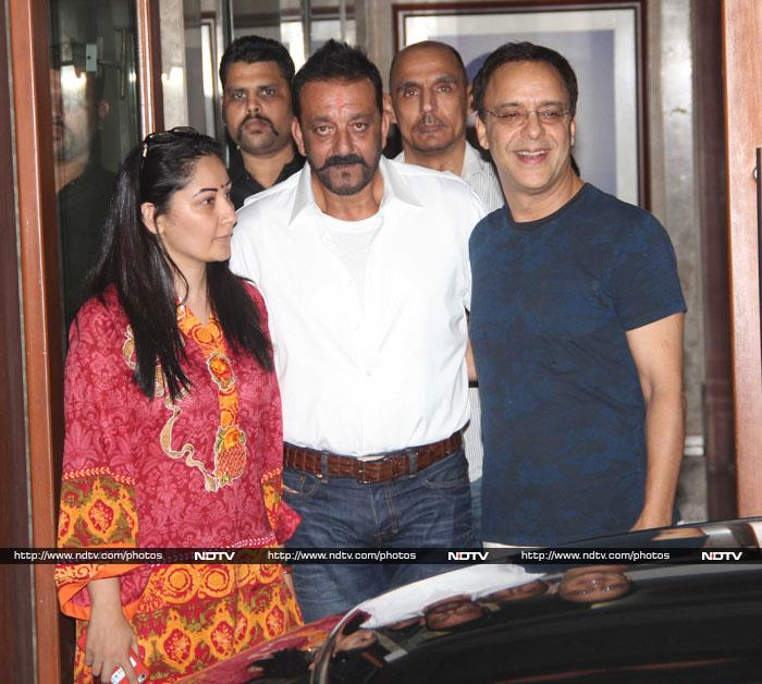 Munna Bhai Comes Home to Warm Welcome from Bollywood