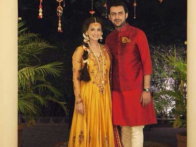 Picture-Perfect: Dia, Sahil at Bride-To-Be's Mehendi Ceremony