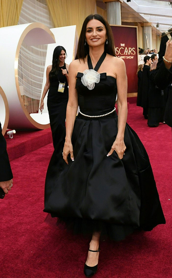 Oscars 2020: 10 Best Dressed Stars, From Natalie To Charlize