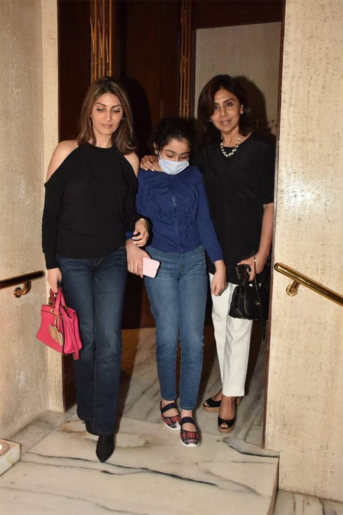 Neetu Kapoor\'s Day Out With Riddhima And Samara
