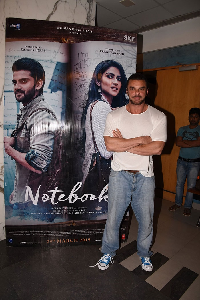 Kajol, Sonakshi, Jacqueline And Others Watch Notebook