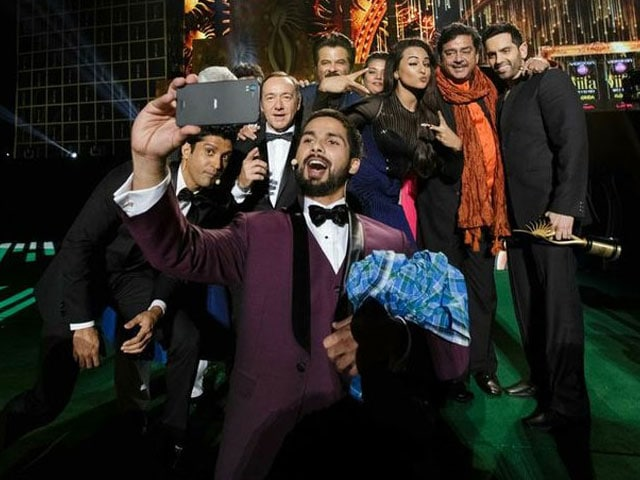 How many stars can Shahid fit into one selfie?
