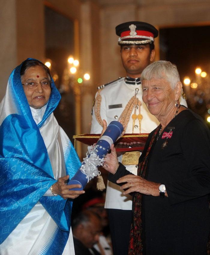 Aamir, Rahman receive Padma awards