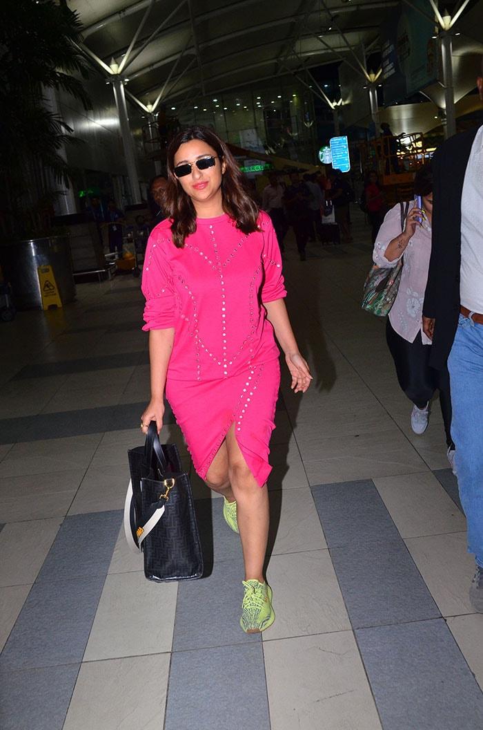 मियामी से लौटीं परिणीति चोपड़ा, एयरपोर्ट पर कैजुअल लुक में दिखीं मलाइका