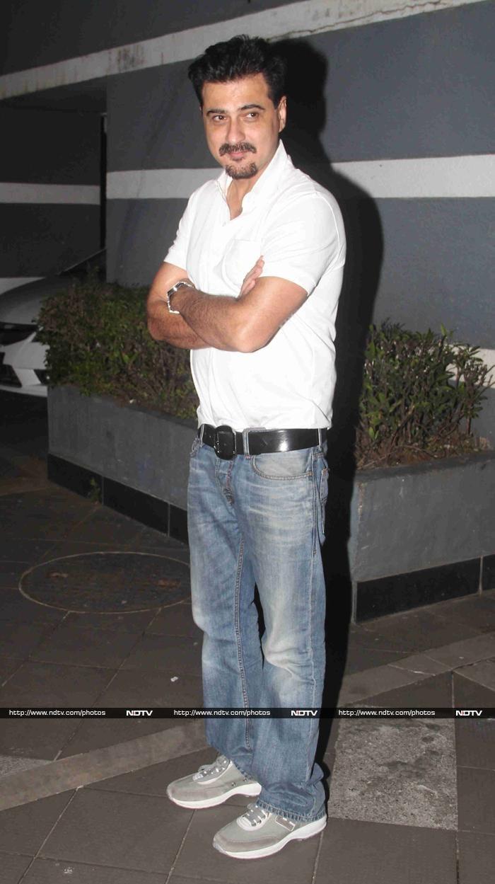 Hrithik, SRK, Sonakshi, Karisma Celebrate Gauri\'s Birthday