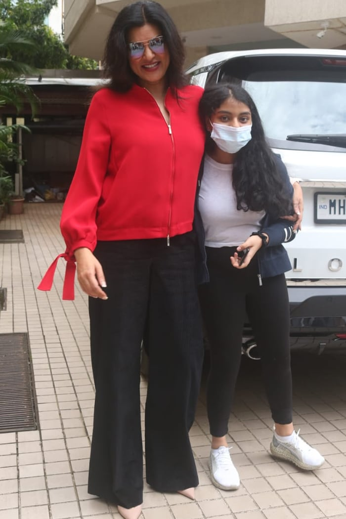 Pilates Partners Janhvi Kapoor And Sara Ali Khan\'s Palat Moment
