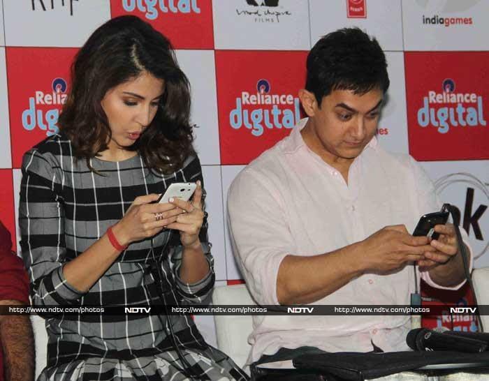 Game on: Aamir, Anushka\'s PK on the go