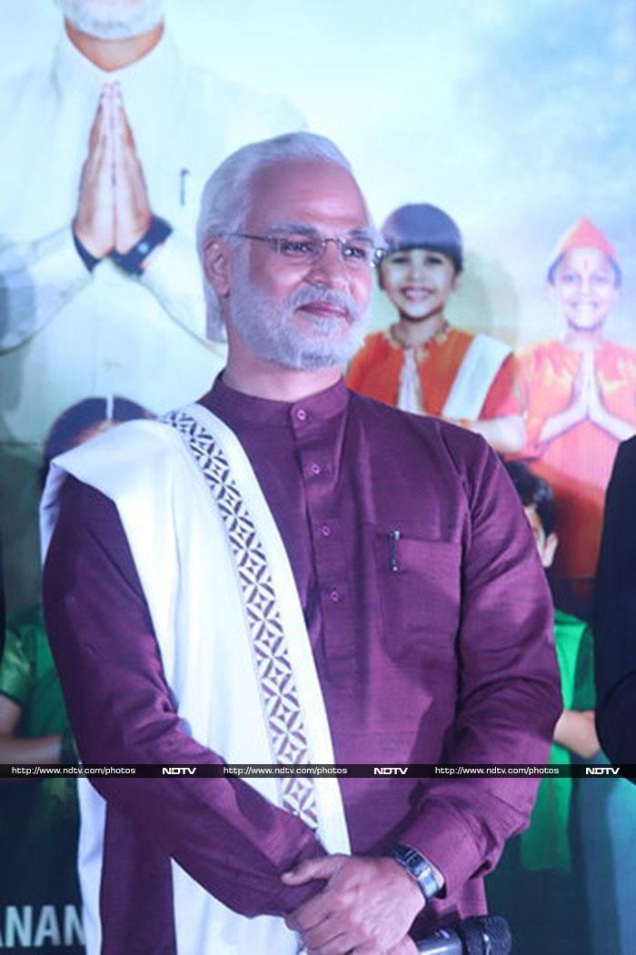 Vivek Oberoi Arrives As PM Modi At PM Narendra Modi \'s Trailer Launch
