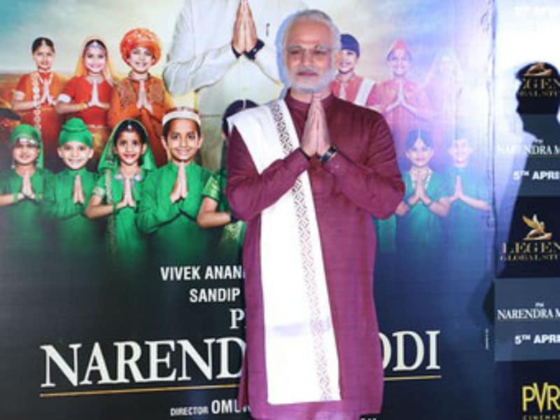 Vivek Oberoi Dresses Up As PM Modi At PM Narendra Modi 's Trailer Launch