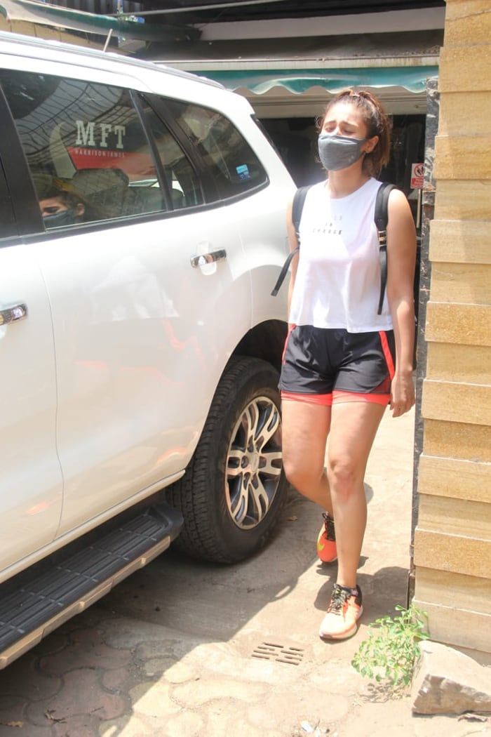 Meanwhile, singer Dhvani Bhanushali was also spotted outside her gym in Santa Cruz.