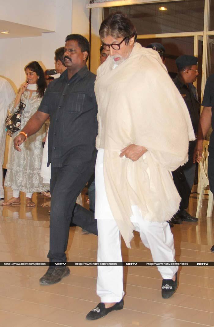 विनोद खन्ना की प्रार्थना सभा में बच्चन और खान परिवार...
