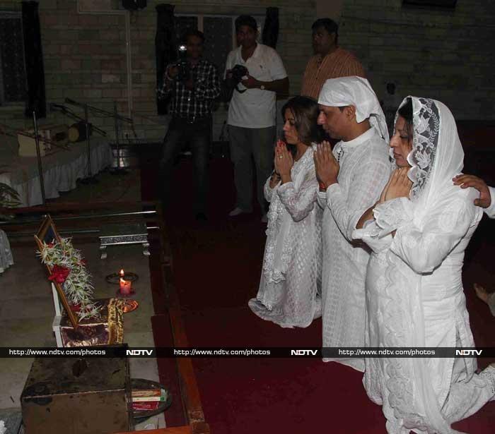 Kangana, Neil at Madhur Bhandarkar\'s Mother\'s Prayer Meet