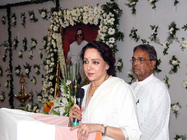 Bollywood Celebs at Prayer Meet for Ravindra Jain