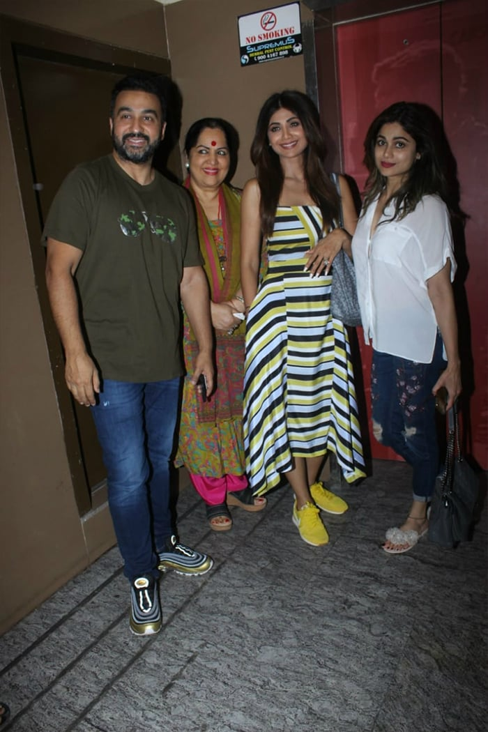 Priyanka Chopra\'s Day Look Is Effortlessly Chic