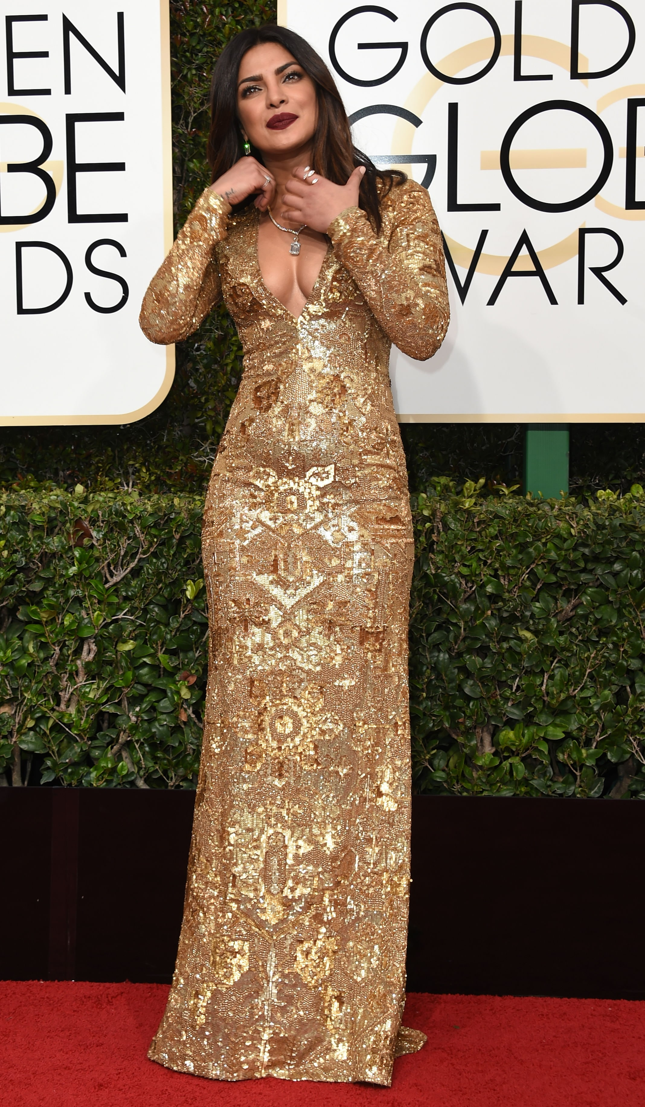 priyanka chopra at the golden globes: a walkthrough in pics