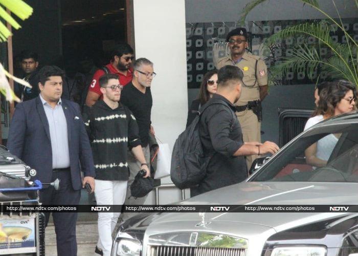 प्रियंका चोपड़ा और निक जोन्स का गोवा हॉलीडे खत्म, इस अंदाज़ में नज़र आईं एक्ट्रेस