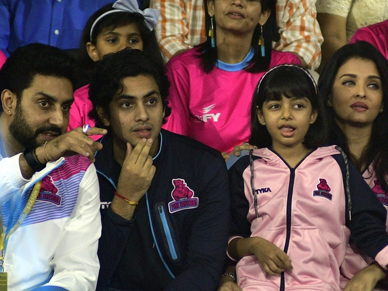 Aaradhya, Agastya Lead Bachchan Cheer Squad For Jaipur Pink Panthers