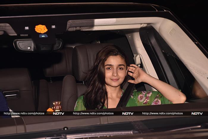 Janhvi, Sara And Other Stars Watch Alia\'s Raazi