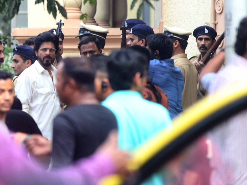 This is the Dhanda: Shah Rukh, Mahira Film Raees in Mumbai
