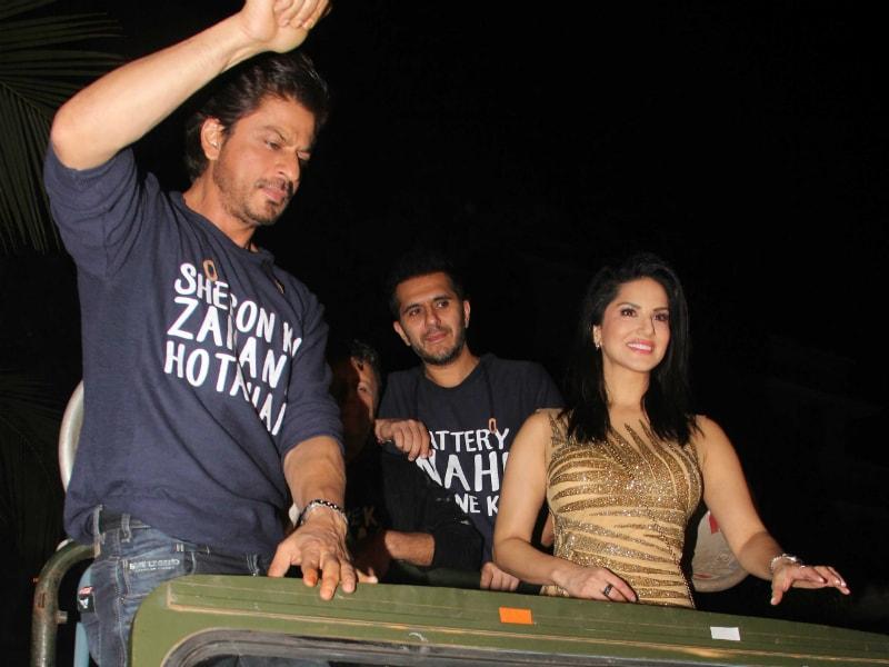 Photo : 'रईस' की सक्सेस पार्टी में शाहरुख, नवाज और सनी लियोनी का धिंगाना