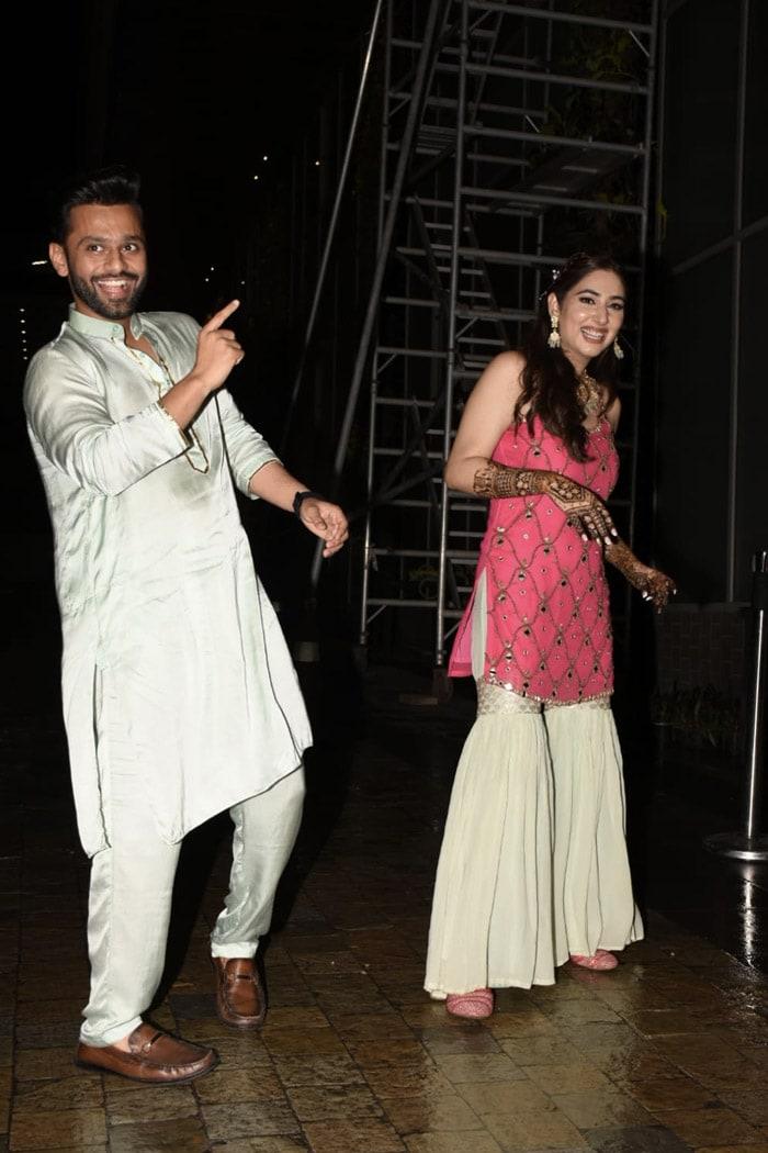 All The Fun From Rahul Vaidya And Disha Parmar\'s Mehendi Ceremony