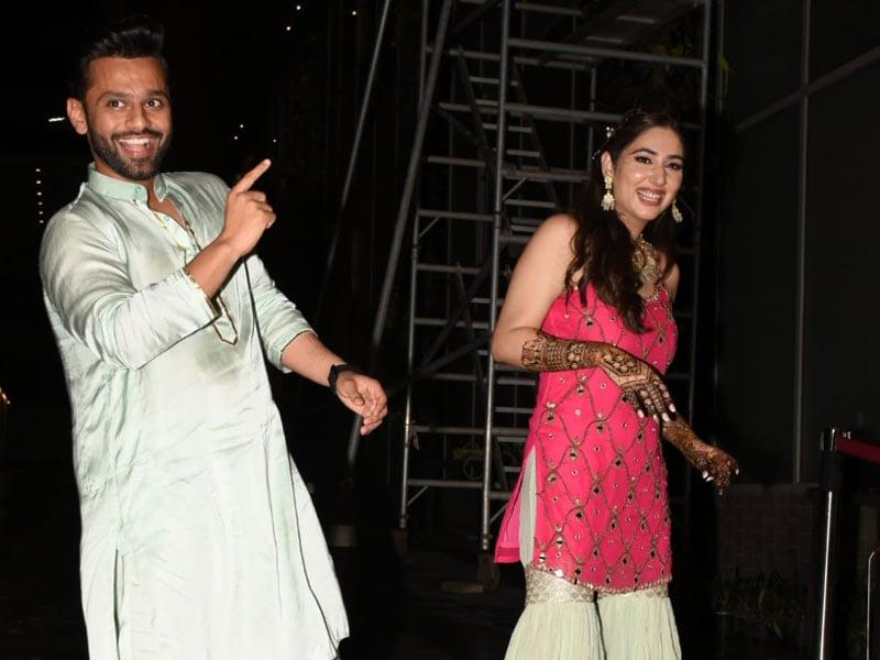 Photo : All The Fun From Rahul Vaidya And Disha Parmar's Mehendi Ceremony