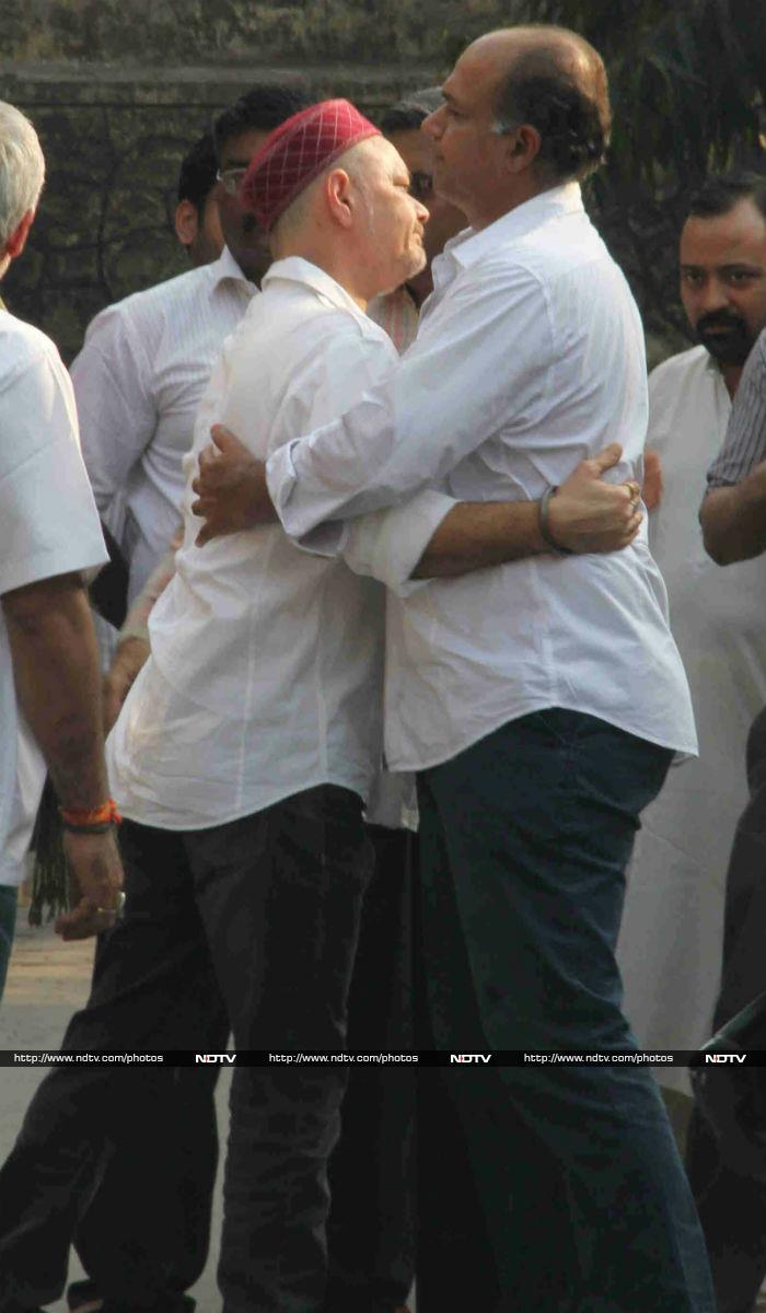 Ashutosh Gowariker Attends Rajesh Vivek\'s Funeral