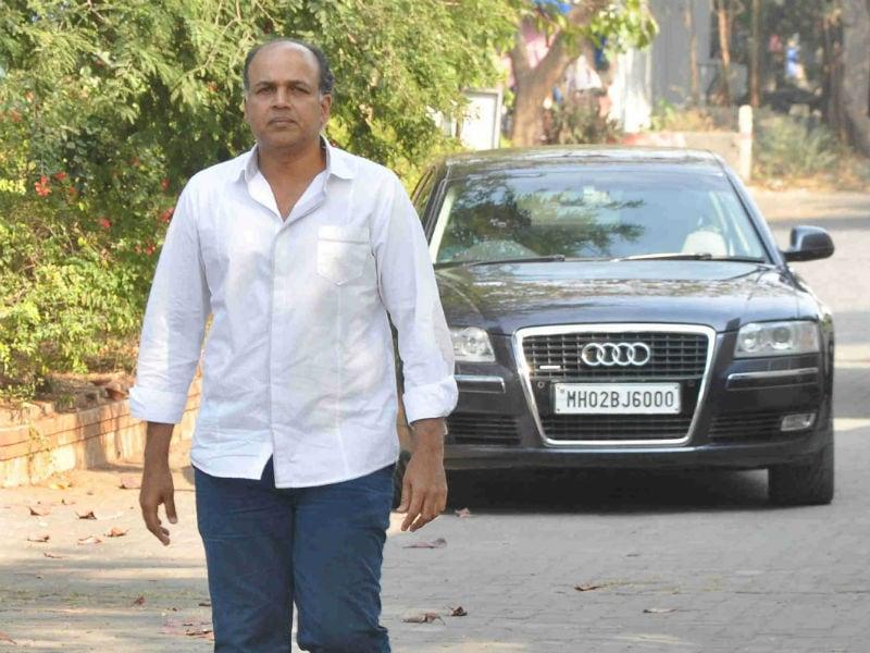 Ashutosh Gowariker Attends Rajesh Vivek's Funeral