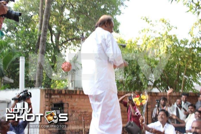 Rajinikanth celebrates birthday with fans