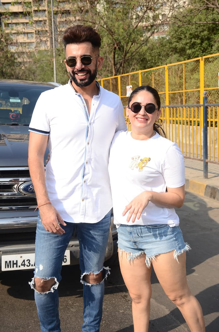Jay Bhanushali was also pictured with his wife Mahhi Vij in Versova.