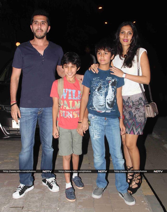 Zoya Calls Kiran, Anurag For Dil Dhadakne Do Trailer Screening