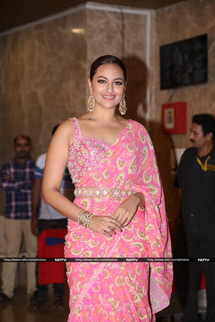 Salman Khan, Sonakshi Sinha, Dia Mirza Add Glitz And Glamour To Taurani\'s Diwali Party