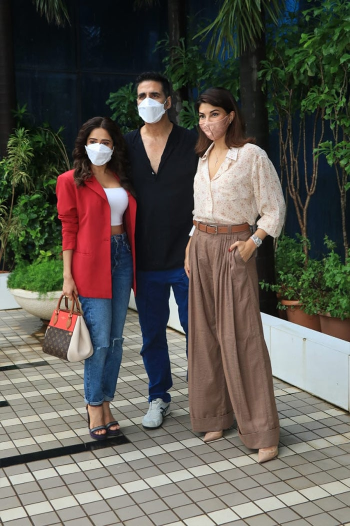 When Ram Setu Co-Stars Akshay, Jacqueline and Nushrratt Caught Up In Mumbai