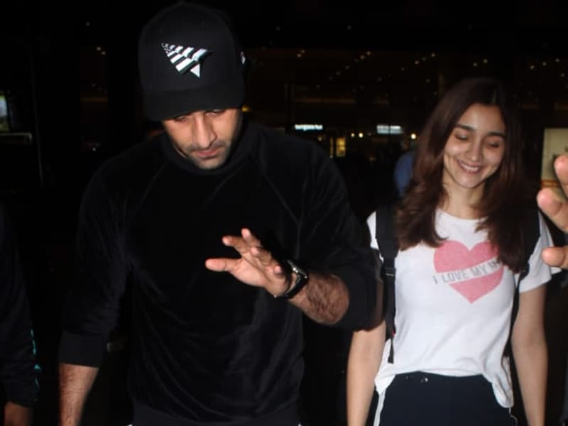 Alia And Ranbir Return From New York. Her Smile Says It All