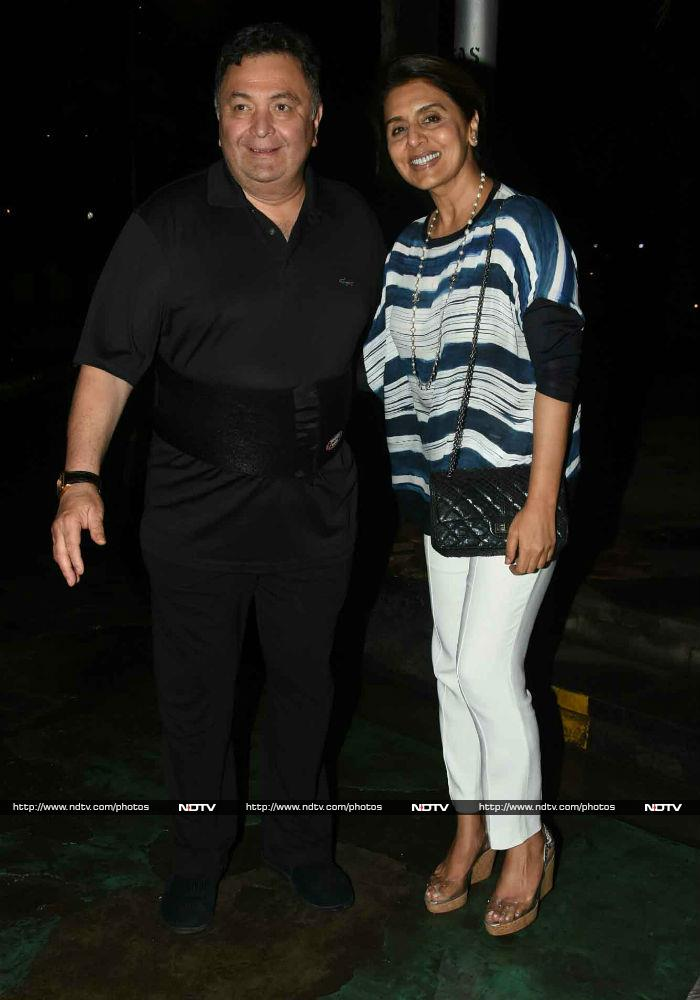Ranbir Steps Out For Dinner With Parents Rishi Kapoor And Neetu
