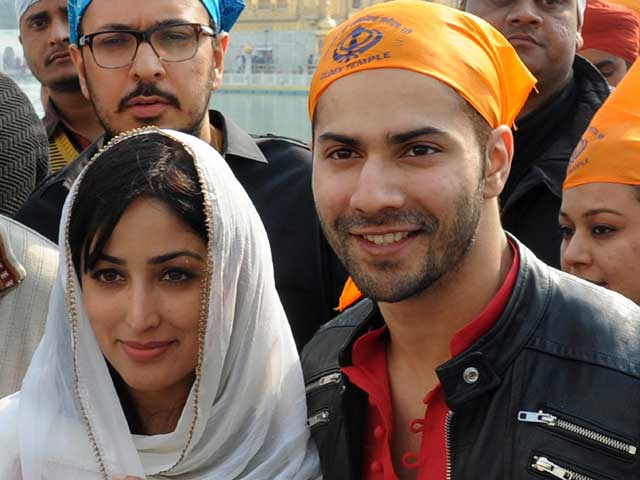 Varun Dhawan, Yami Gautam Pray at Golden Temple