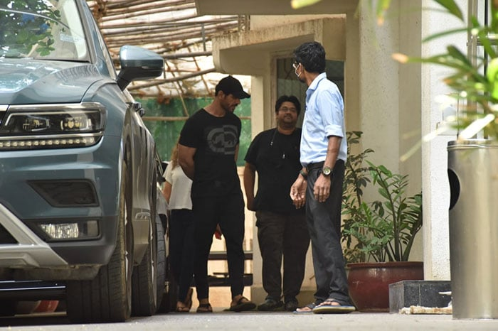 Ranbir Kapoor Spotted For The First Time After Recovering From COVID