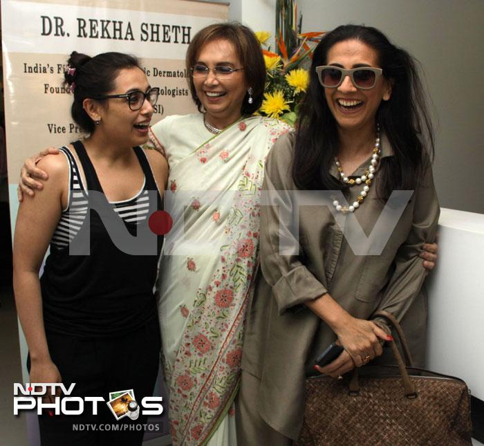 We see a rock on Rani\'s finger!