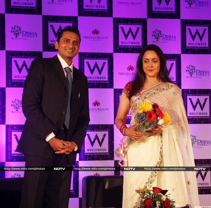 In White: Hema Malini is a Dream Girl, Sania Mirza is Chic