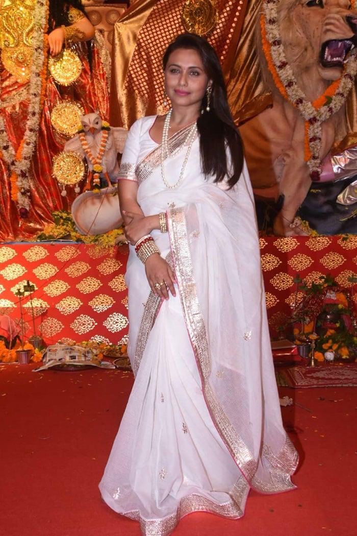 रानी मुखर्जी, जया बच्चन ने कुछ इस अंदाज में मनाई दुर्गा पूजा, देखें तस्वीरें