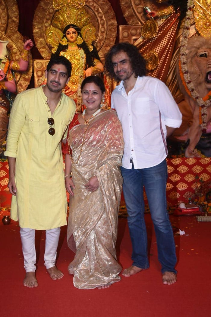 Durga Puja 2019: Rani Mukerji, Jaya Bachchan Celebrate With Family And Friends